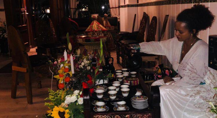 Traditionelle Kaffeezeremonie äthiopisches Restaurant